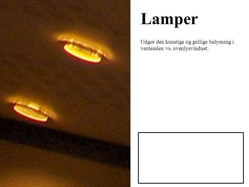 Lamper Udgør den kunstige og gullige belysning i ventesalen vs. ovenlysvinduet.
