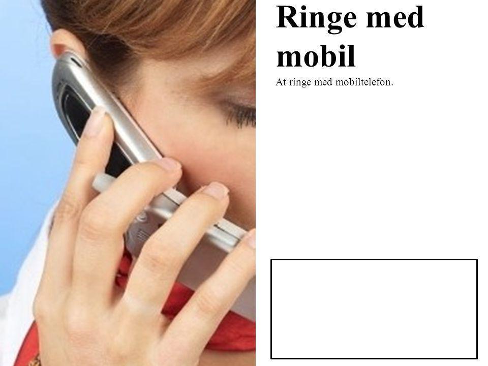 Ringe med mobil At ringe med mobiltelefon.