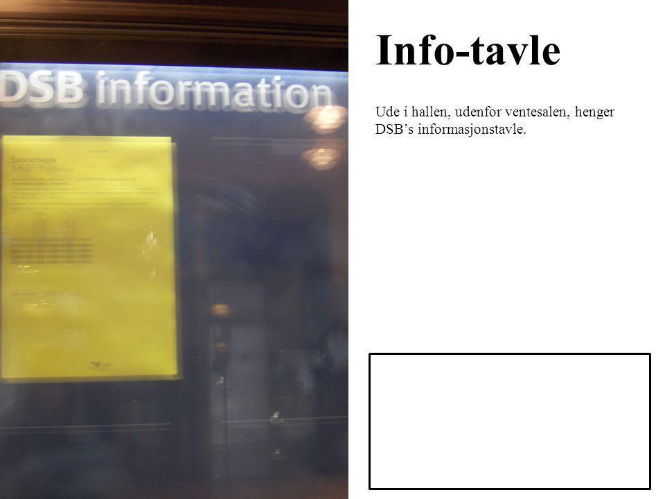 Info-tavle Ude i hallen, udenfor ventesalen, henger DSB's informasjonstavle.