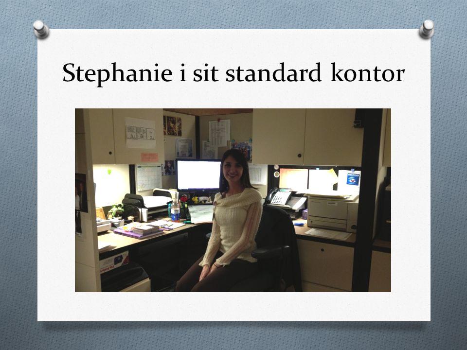 Stephanie i sit standard kontor