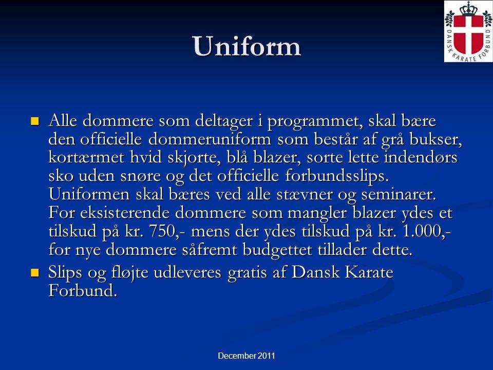 December 2011 Uniform  Alle dommere som deltager i programmet, skal bære den officielle dommeruniform som består af grå bukser, kortærmet hvid skjorte, blå blazer, sorte lette indendørs sko uden snøre og det officielle forbundsslips.