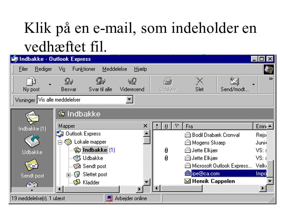 Klik på en e-mail, som indeholder en vedhæftet fil.