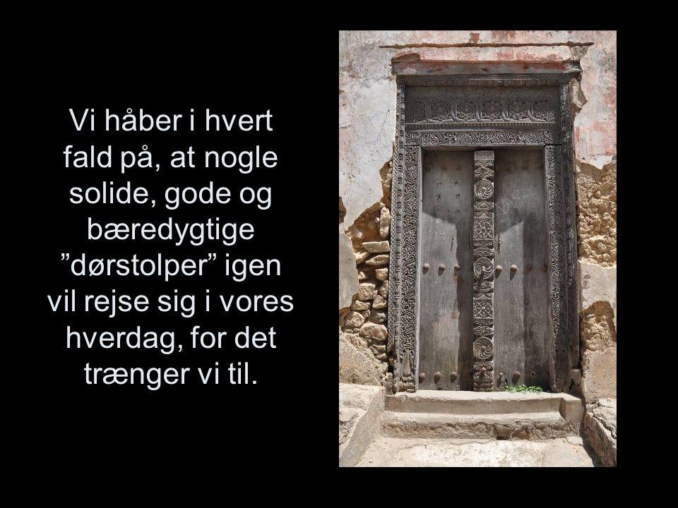 Vi håber i hvert fald på, at nogle solide, gode og bæredygtige dørstolper igen vil rejse sig i vores hverdag, for det trænger vi til.