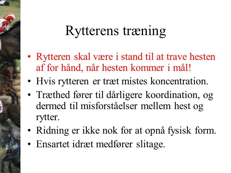 Rytterens træning Rytteren skal være i stand til at trave hesten af for hånd, når hesten kommer i mål! Hvis rytteren er træt mistes koncentration. Træ