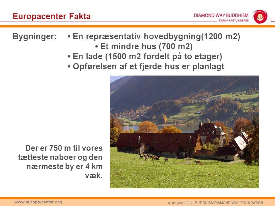a project of the BUDDHISM DIAMOND WAY FOUNDATION www.europe-center.org Europacenter Fakta Bygninger:• En repræsentativ hovedbygning(1200 m2) • Et mindre hus (700 m2) • En lade (1500 m2 fordelt på to etager) • Opførelsen af et fjerde hus er planlagt Der er 750 m til vores tætteste naboer og den nærmeste by er 4 km væk.
