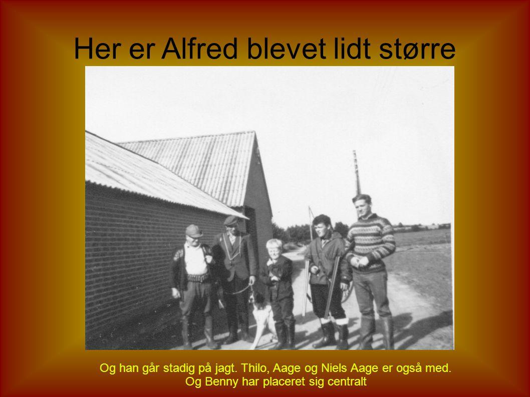 Henning og Alfred før jagten Man kan næsten ikke starte for tidligt, hvis man skal lære det ordentligt