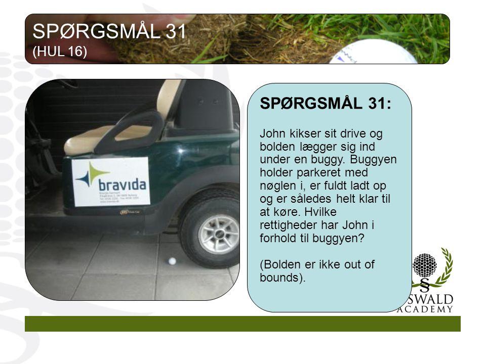 SPØRGSMÅL 31: John kikser sit drive og bolden lægger sig ind under en buggy.