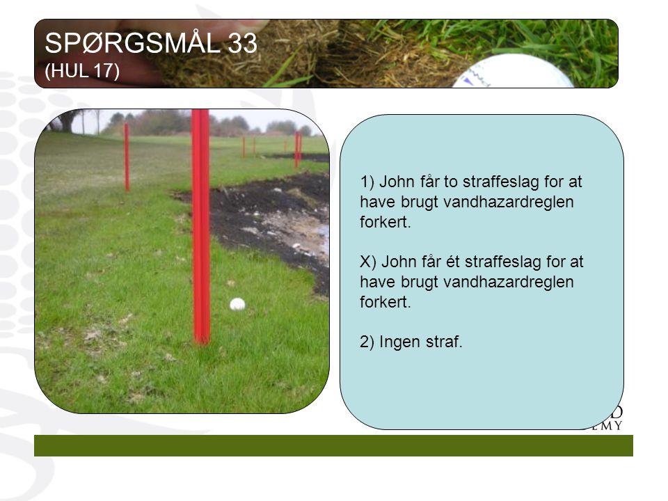 1) John får to straffeslag for at have brugt vandhazardreglen forkert.