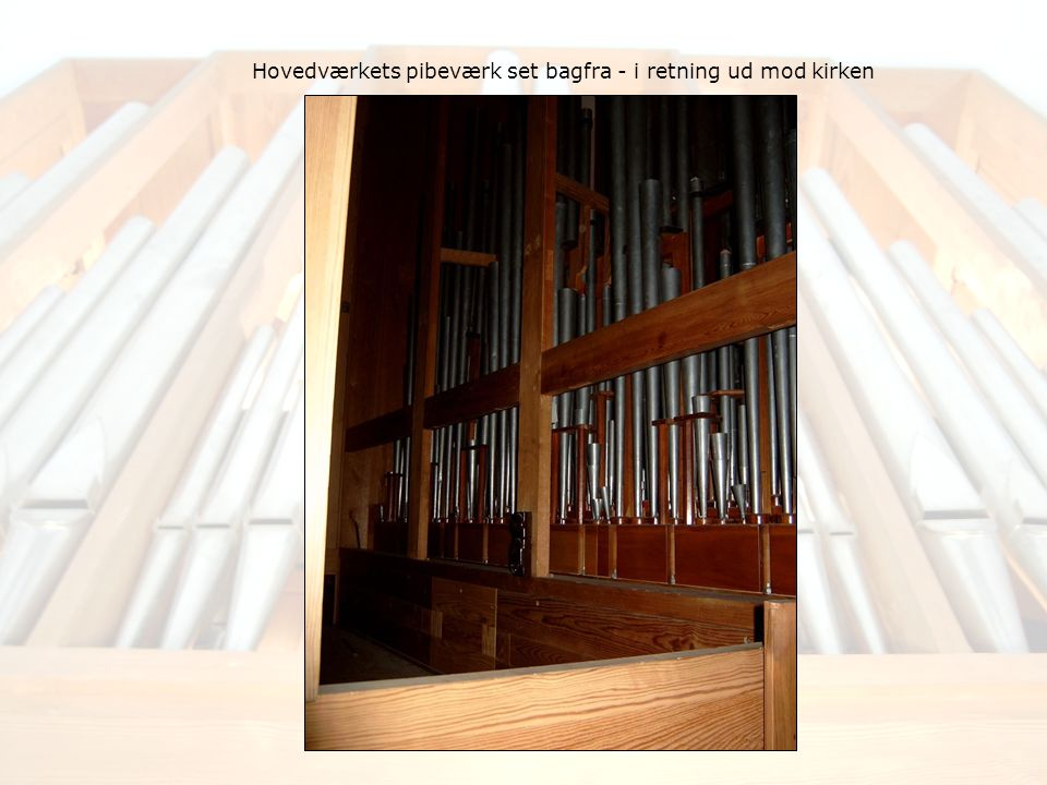 Hovedværkets pibeværk set bagfra - i retning ud mod kirken