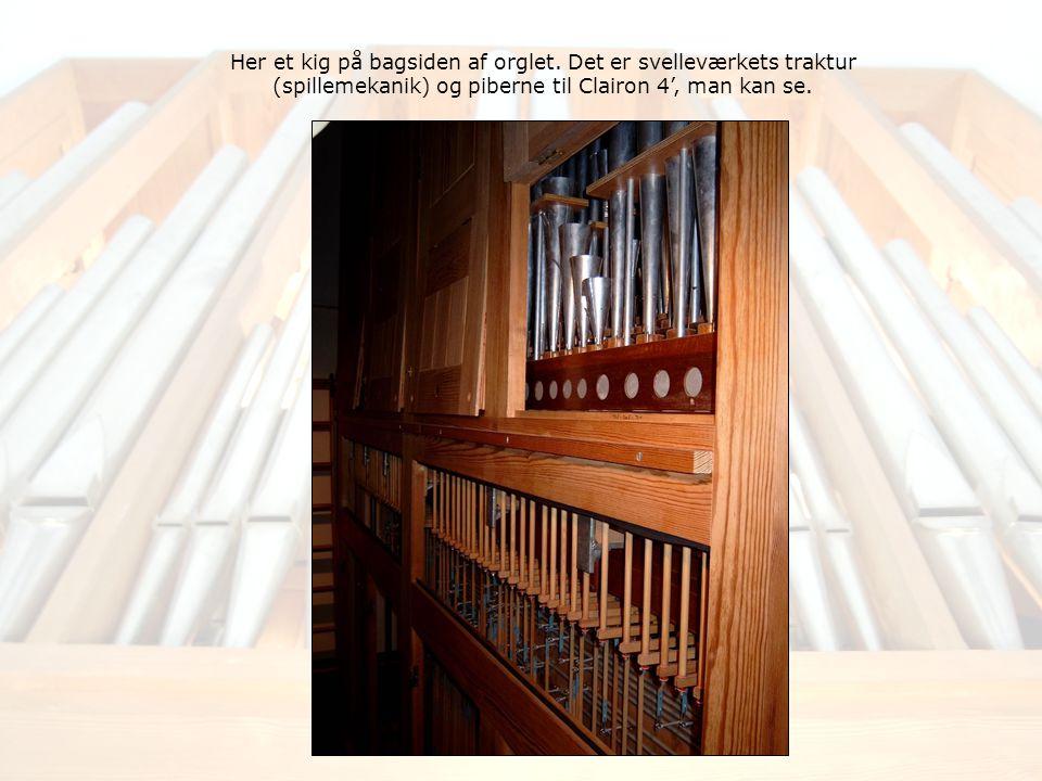 Her et kig på bagsiden af orglet.