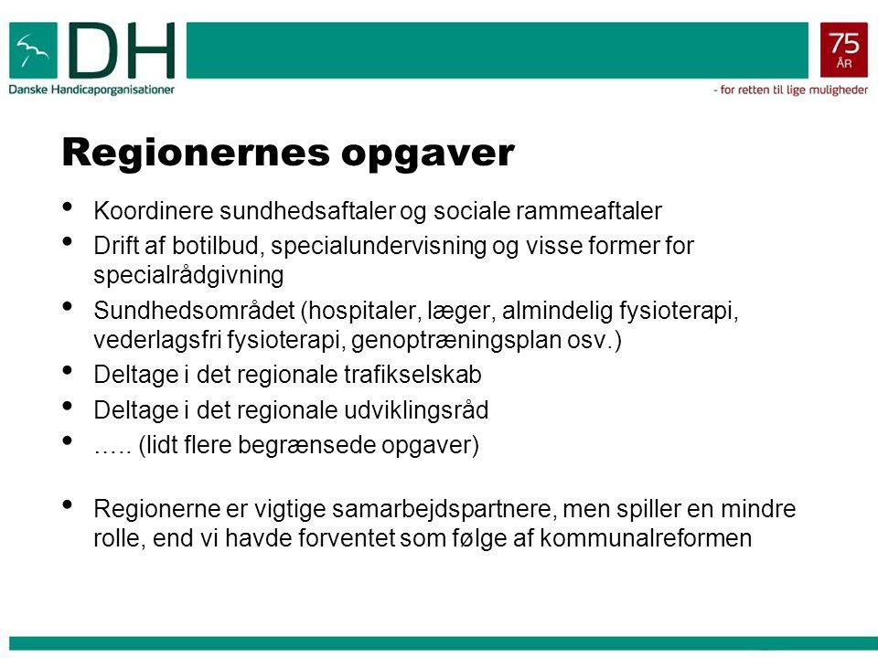 Regionernes opgaver Koordinere sundhedsaftaler og sociale rammeaftaler Drift af botilbud, specialundervisning og visse former for specialrådgivning Sundhedsområdet (hospitaler, læger, almindelig fysioterapi, vederlagsfri fysioterapi, genoptræningsplan osv.) Deltage i det regionale trafikselskab Deltage i det regionale udviklingsråd …..