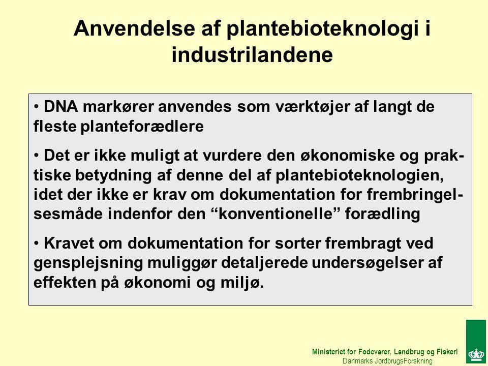 Ministeriet for Fødevarer, Landbrug og Fiskeri Danmarks JordbrugsForskning Anvendelse af plantebioteknologi i industrilandene DNA markører anvendes som værktøjer af langt de fleste planteforædlere Det er ikke muligt at vurdere den økonomiske og prak- tiske betydning af denne del af plantebioteknologien, idet der ikke er krav om dokumentation for frembringel- sesmåde indenfor den konventionelle forædling Kravet om dokumentation for sorter frembragt ved gensplejsning muliggør detaljerede undersøgelser af effekten på økonomi og miljø.