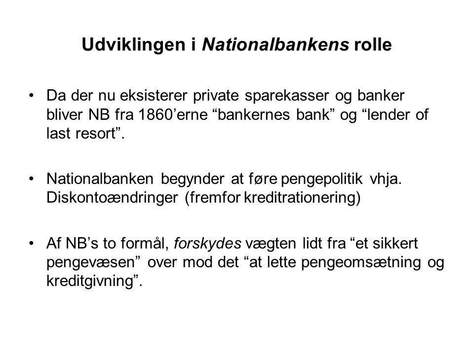 Udviklingen i Nationalbankens rolle Da der nu eksisterer private sparekasser og banker bliver NB fra 1860'erne bankernes bank og lender of last resort .