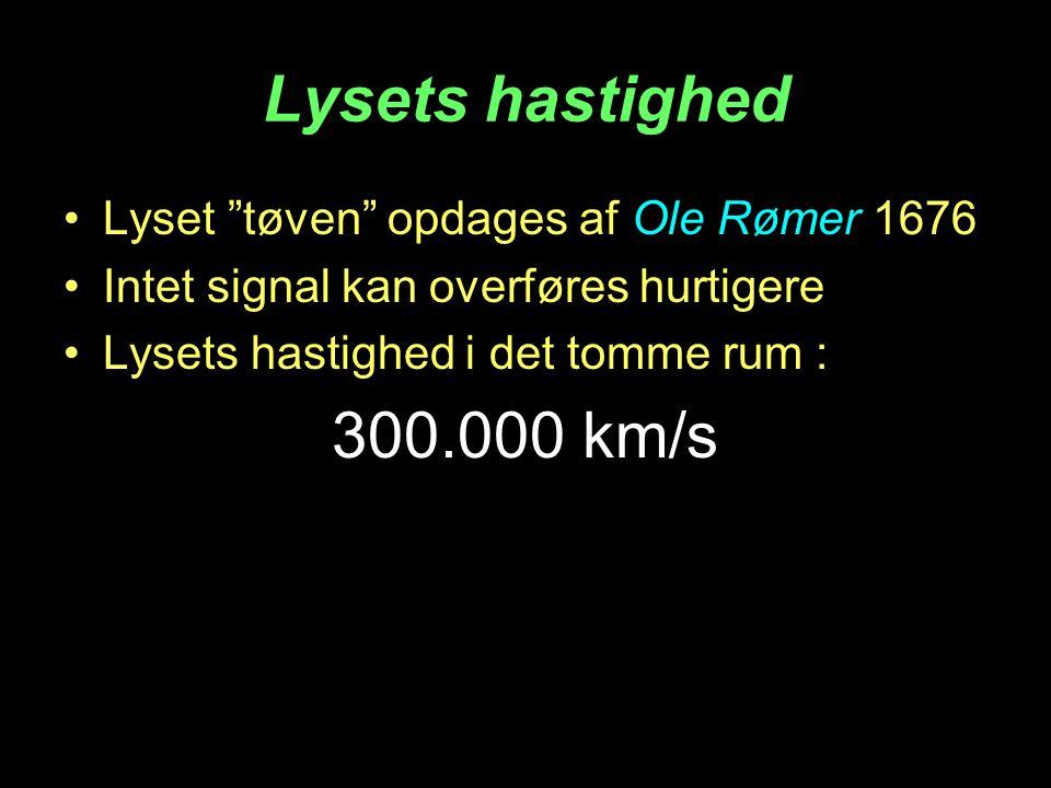 Lysets hastighed Lyset tøven opdages af Ole Rømer 1676 Intet signal kan overføres hurtigere Lysets hastighed i det tomme rum : 300.000 km/s