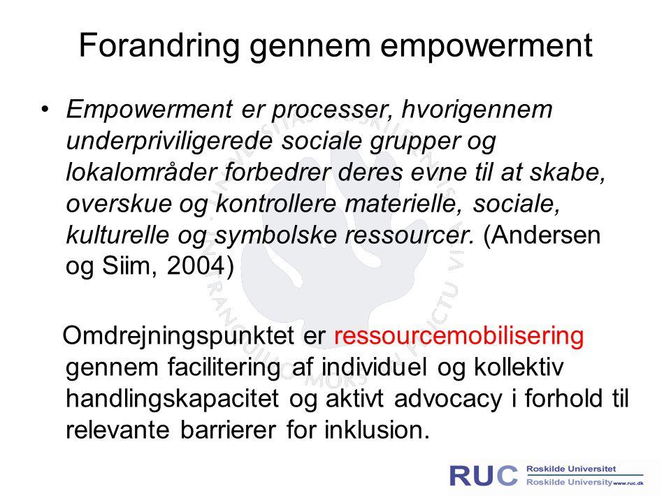 Forandring gennem empowerment Empowerment er processer, hvorigennem underpriviligerede sociale grupper og lokalområder forbedrer deres evne til at skabe, overskue og kontrollere materielle, sociale, kulturelle og symbolske ressourcer.