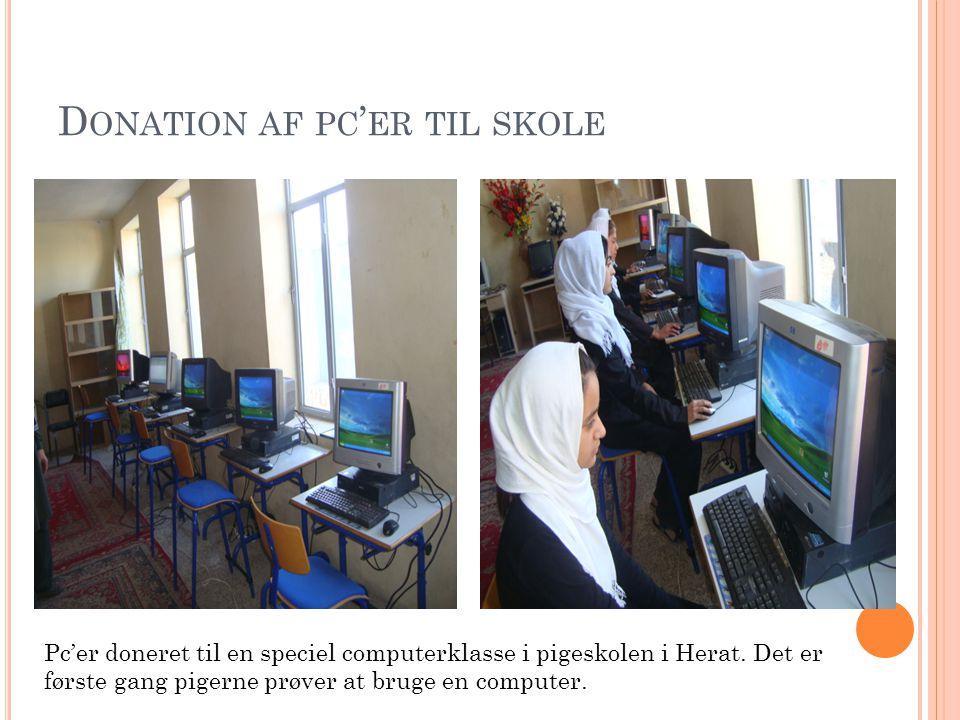 D ONATION AF PC ' ER TIL SKOLE Pc'er doneret til en speciel computerklasse i pigeskolen i Herat.