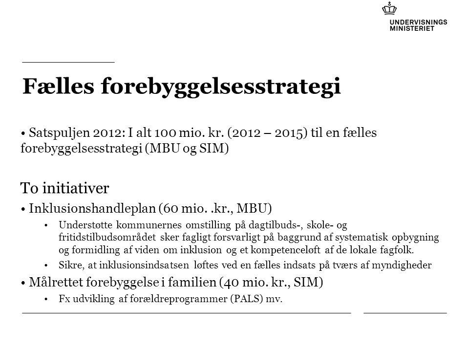 Tilføj hjælpelinier: 1.Højreklik et sted i det grå område rundt om dette dias 2.Vælg 'Gitter og Hjælpelinier...' 3.Tilvælg 'Vis hjælpelinier på skærm' Fælles forebyggelsesstrategi Satspuljen 2012: I alt 100 mio.