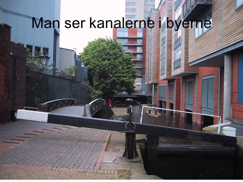 Man ser kanalerne i byerne