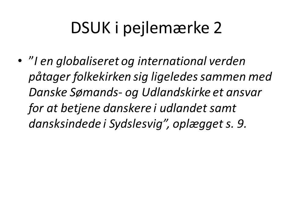 DSUK i pejlemærke 2 I en globaliseret og international verden påtager folkekirken sig ligeledes sammen med Danske Sømands- og Udlandskirke et ansvar for at betjene danskere i udlandet samt dansksindede i Sydslesvig , oplægget s.