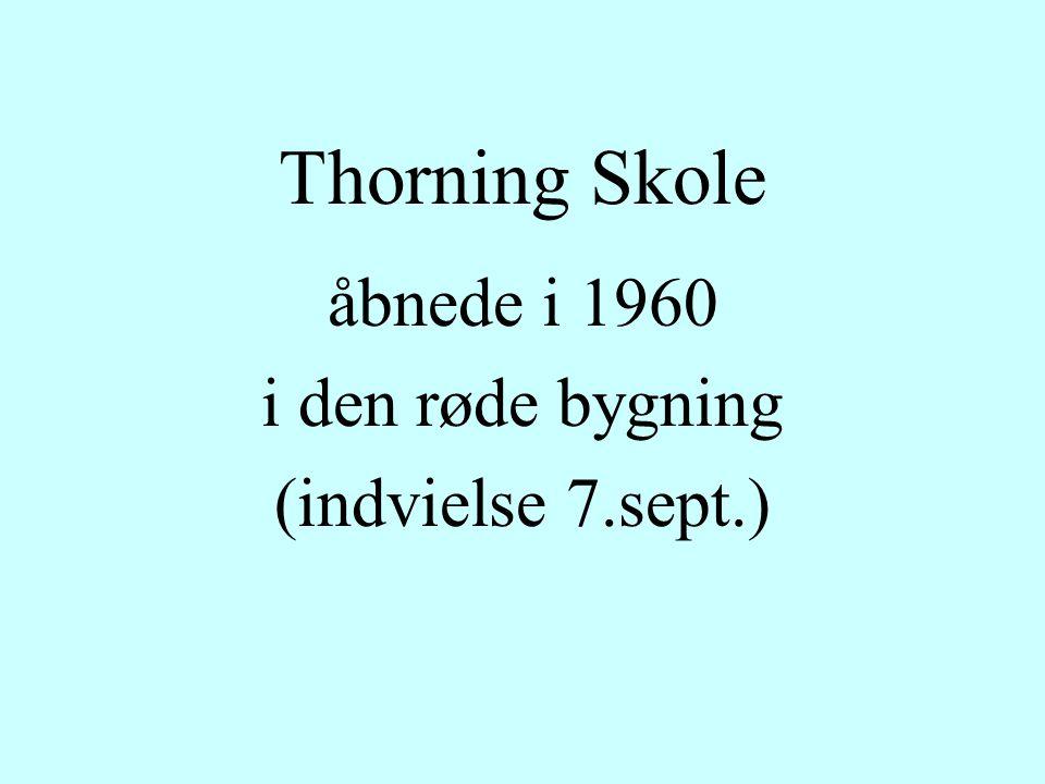 Thorning Skole åbnede i 1960 i den røde bygning (indvielse 7.sept.)