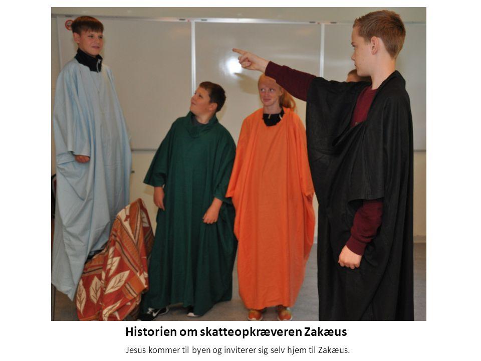Historien om skatteopkræveren Zakæus Jesus kommer til byen og inviterer sig selv hjem til Zakæus.