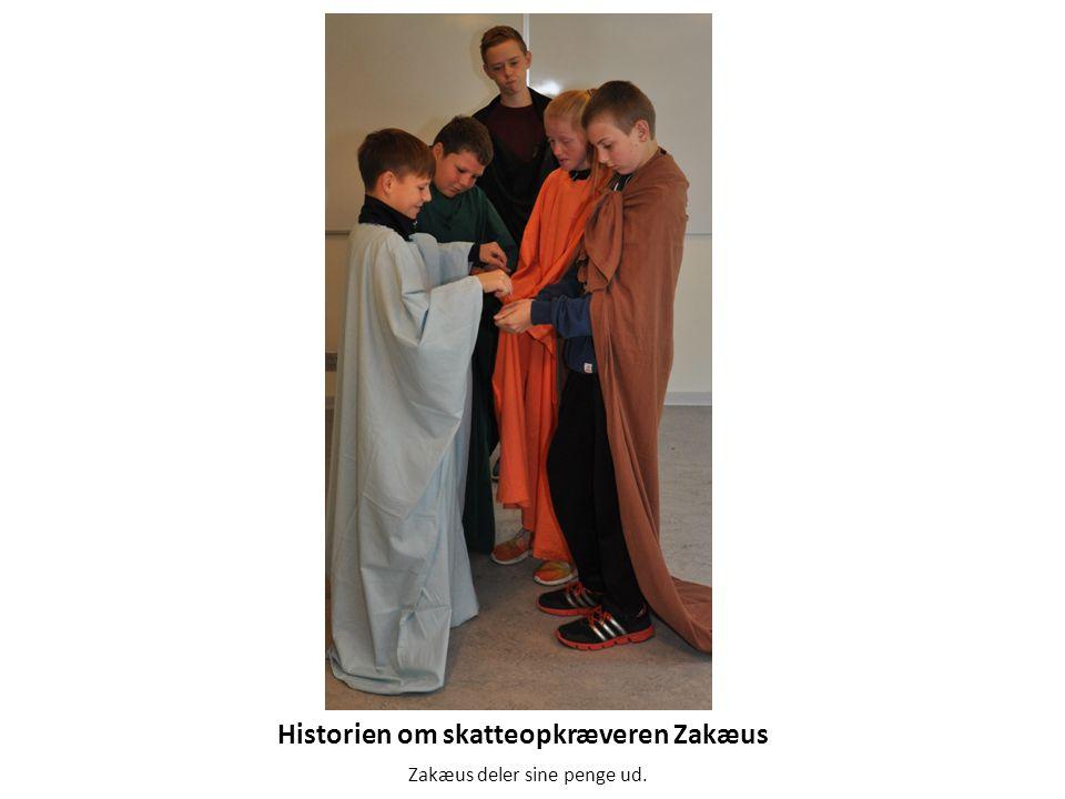 Historien om skatteopkræveren Zakæus Zakæus deler sine penge ud.